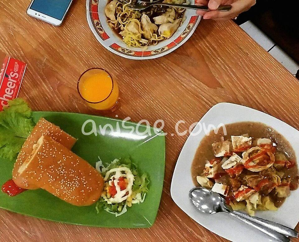 Makan-Nakam, Foodcourt Sarinah Malang